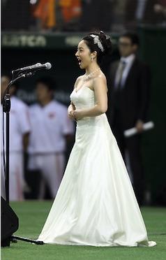美人ソプラノ歌手の小林沙羅の国歌独唱