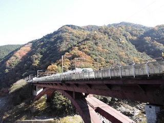 JR保津峡駅の紅葉の秘境と電車