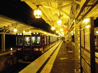 阪急嵐山駅と阪急電車